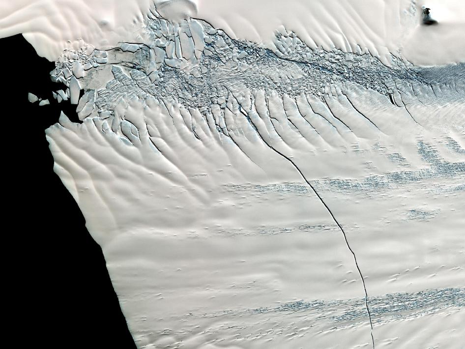 An Iceberg Larger than Chicago is Born in Antarctica
