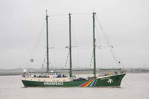The Rainbow Warrior (I and II) has blocked a Russian whaling fleet, protested French nuclear weapons testing and stopped ships with cargos of coal and palm oils. ©Glen, flickr