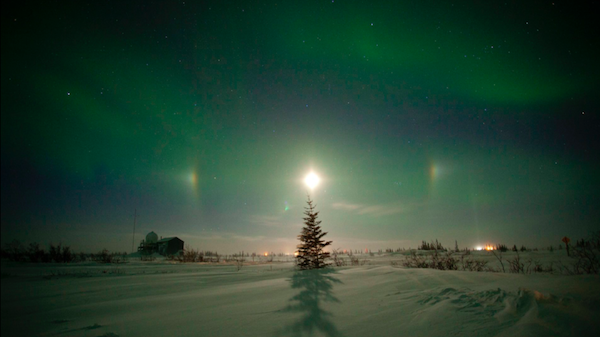 The lunar halo with the northern lights in Churchill
