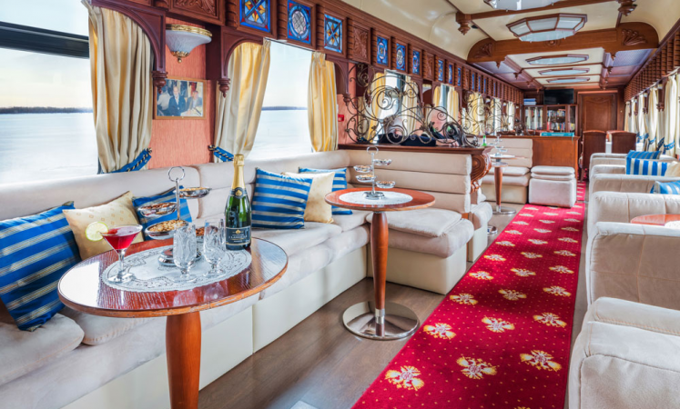 The bar lounge car on the luxury train the Golden Eagle